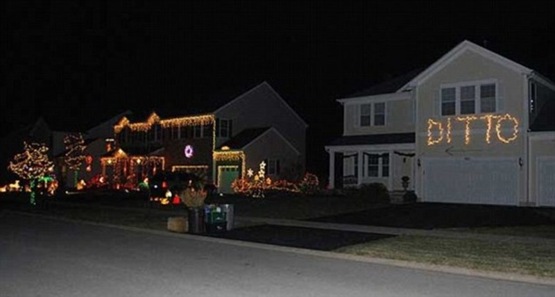 ditto-christmas-lights